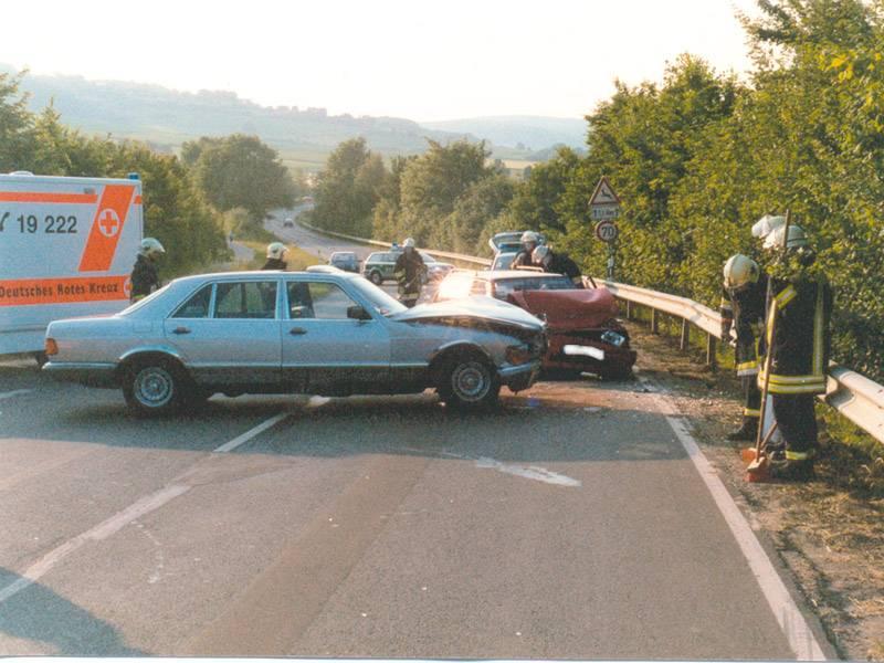 Pkw-Pkw-Kollision beim Einbiegen auf eine Hauptstraße