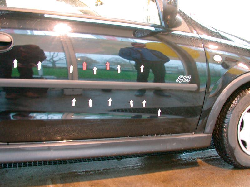 Fahrzeug mit Lackbeschädigungen, die auf den Waschvorgang zurückzuführen sein sollen