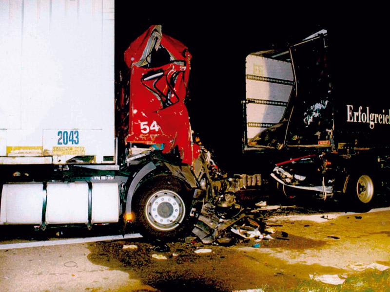 Folgenschwerer Lkw-Lkw-Auffahrunfall